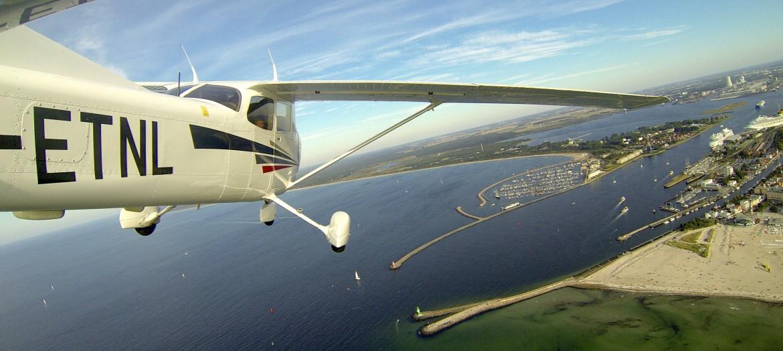 Cessna 172S im Anflug auf Rostock-Warnemünde